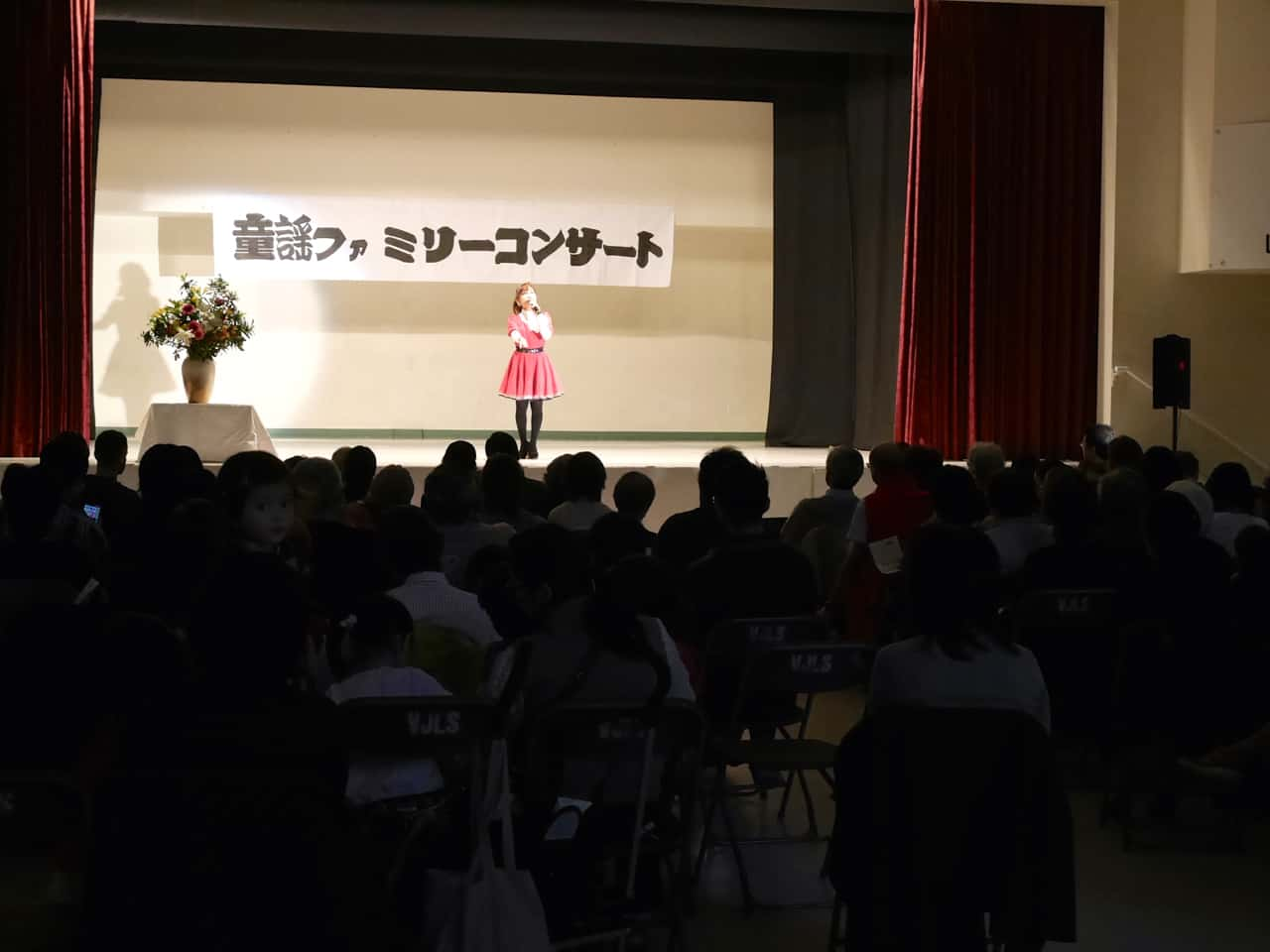 A lot of people attended the concert. 大盛況だったコンサート